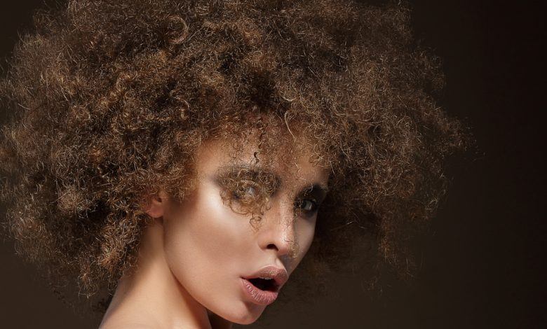 Woman with a frizzy hairdo